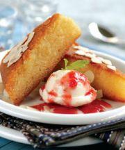 Bizcocho con sémola, yogur y sabor de mastiha